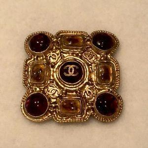 Authentic Chanel Gripoix brooch/pendant